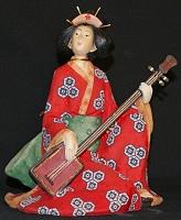 Geisha jouant du shamisen